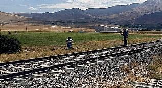 Tren raylar�na d��enen patlay�c� b�yle imha edildi