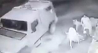 �srail askerleri kafede oturan Filistinlilere bomba att�lar