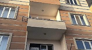 Balkon demiri koptu, 2 kad�n yere �ak�ld�