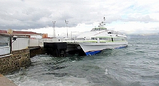 Marmara�daki f�rt�na deniz ula��m�n� vurdu