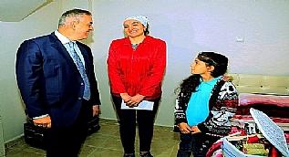 Buldu�u 50 bin TL de�erindeki d�vizi polise teslim eden Hanife �nder'e iki maa� tutar�nda �d�l