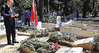 Erdo�an, Erol Ol�ok ve o�lunun mezarlar�n� ziyaret etti