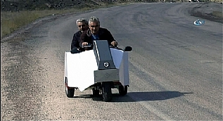 �ki ki�ilik mini otomobil yapt� Almanya�da patent ald�
