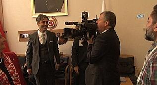 AK Partili �zda�, darbe giri�imi komisyonunda kameray� al�p �ekim yapt�