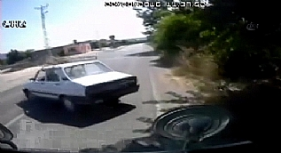 Otomobil ile minib�s�n �arp��ma an�