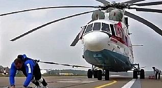 D�nyan�n en b�y�k helikopterini �ekti