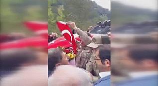 6 ter�risti etkisiz hale getiren askerler konvoyla kar��land�