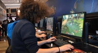 Dijital Oyun Fuarında izdiham