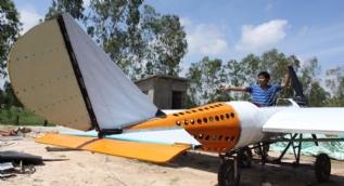 Hayatında hiç uçağa binmeyen tamirci, YouTube videolarından uçak yaptı