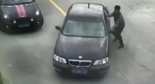 Çin'de el freni çekilmeyen araç suya düştü