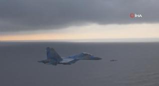Ukrayna´nın fırlattığı seyir füzesi ile SU-27 savaş uçakları yan yana uçtu