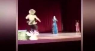 Çeçenistan'da dansçı sahnede öldü! Gösteri sandılar