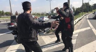 TEM Otoyolu'nda trafiği tehlikeye sokup göbek attılar