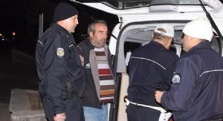 Alkollü sürücü Levent Kırca'nın trafik skeçlerini aratmadı