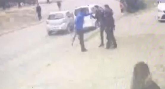 Sokak ortasında pompalı tüfekli kız kavgası