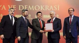 24 TV'ye demokrasi ve onur ödülü
