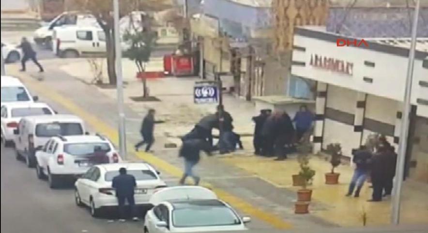 Diyarbakır´da 2 kişinin öldüğü 3 kişinin yaralandığı silahlı çatışmanın görüntüleri ortaya çıktı