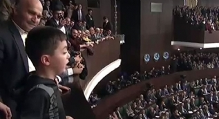 Sözleriyle salonu ayağa kaldırdı