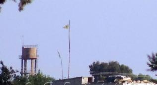 Teröristler sözde bayrağını indirip paçavrasını astı