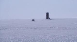 Rusya´ya nükleer gözdağı! İngiliz denizaltısı buzları kırıp yüzeye çıktı
