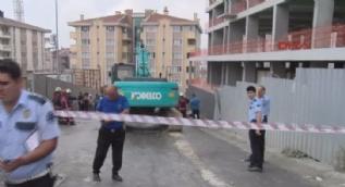 Kamyon inşaat kazı alanına devrildi: 4 yaralı