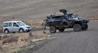 Kahraman Mehmetçik PKK'lı teröristlerin mağaralarını böyle başlarına yıktı