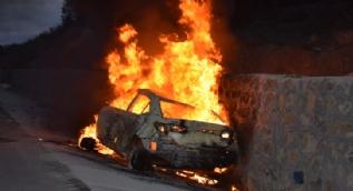 Tokat´ta alev topuna dönen otomobildeki 5 kişi yanarak can verdi