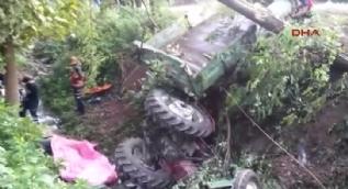 Sakarya'da işçileri taşıyan traktör devrildi