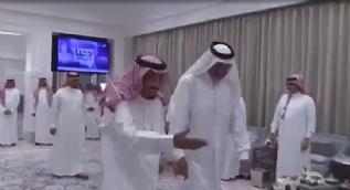 Kral Selman Katarlı aile büyüğü Abdullah bin Ali el Sani'yi böyle karşıladı