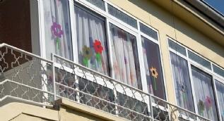 Serviste can veren Alperen'in okulunun camlarını indirdiler