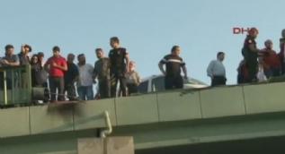 Kadıköy'de feci kaza. Köprüden uçan beton mikseri aracın üzerine düştü