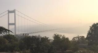 İstanbul Boğazı'nda sis manzarası