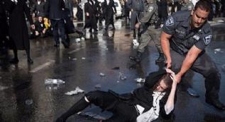 İsrail polisi, zorunlu askerlik yasasını protesto eden ultra-Ortodoks Yahudilere sert müdahelede bulundu