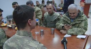 Başbakan Yıldırım, Dağlıca'da askerlerle yemek yedi