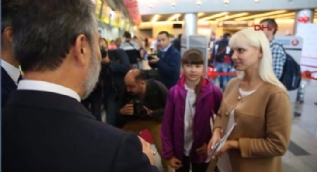 THY'den bir milyonuncu Moskova-Türkiye yolcusuna sürpriz