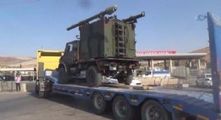 Sınırında askeri sevkiyat devam ediyor