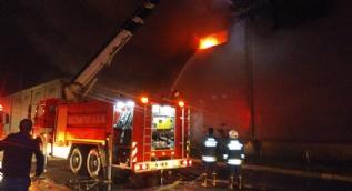 Gaziantep'te sentetik tekstil fabrikasında büyük yangın