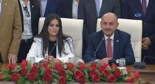 Mehmet Müezzinoğlu, Çalışma ve Sosyal Güvenlik Bakanlığı görevini Jülide Sarıeroğlu'na devretti