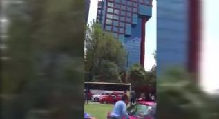 Meksika'daki depremde koca bina böyle sallandı
