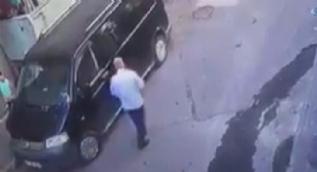 Çocuklara adres sorma bahanesiyle minibüsüne bindirdi, mahalleli bağırınca hızla uzaklaştı