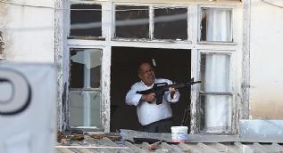 Pompalı tüfekli saldırgan vurularak etkisiz hale getirildi