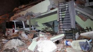 Depremden etkilenen Malatya'nın Doğanyol ilçesinde hasar tespit çalışması sürüyor
