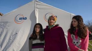 Depremzedelere uzanan 'şefkat eli' mutlu ediyor