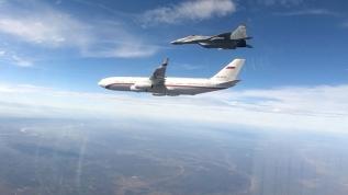 Dünya gündemine oturdu! Savaş uçakları etrafını çevirdi