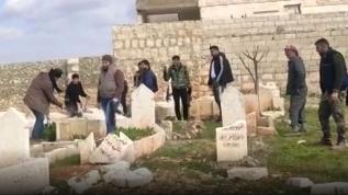 'Şebbiha' ve rejim askerleri yine mezarlıkları yıktı