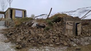 İran'da 5,7 büyüklüğünde deprem!  Sınır köyünde kerpiçten yapılan bazı evler yıkıldı