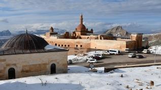 İshak Paşa Sarayı'nda kış güzelliği