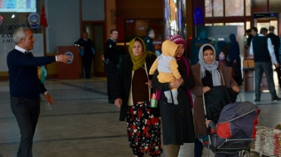 Avrupa'ya gitmek isteyen Eskişehir'deki düzensiz göçmenler otogara akın etti