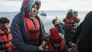 Düzensiz göçmenler şişme bot ile Midilli'ye ulaştı