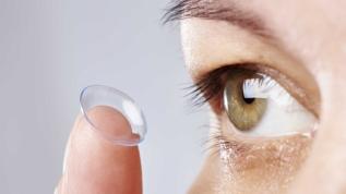 Doktorlardan 'Koronavirüs riskini azaltmak için lense yerine gözlük kullanın' tavsiyesi